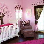 Кроватка для малыша из натурального дерева