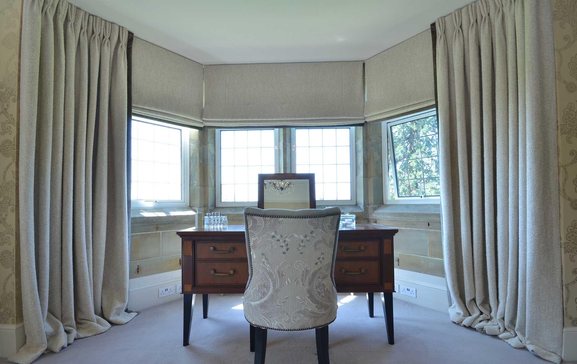 шторы на эркерном окне