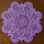 филейная салфетка вязаная крючком фиолетовая