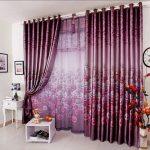 Фиолетовые шторы и тюль - яркий акцент для светлой комнаты