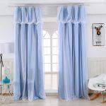 Двухслойные шторы из тюля и голубой ткани