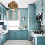 Небольшая кухня в голубых тонах