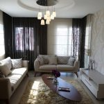 Дизайн зала с двумя диванами