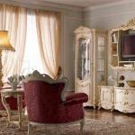Деревянная мебель с позолоченным декором