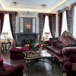 Шикарный интерьер гостиной в античном стиле