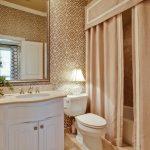 Шторки с жестким ламбрекеном в ванной