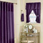 Фиолетовый текстиль в интерьере ванной