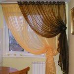 Двойной тюль на кухонном окне