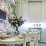 Рулонная штора в комбинации с белым тюлем