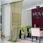 Длинная штора ручной вязки в гостиной