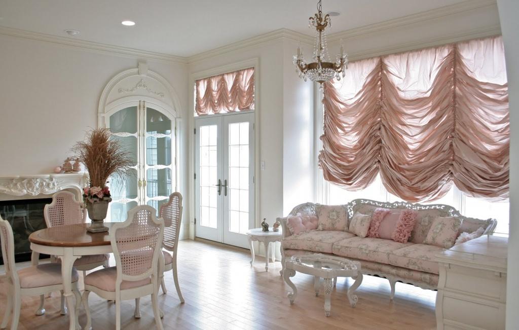 французские шторы в современной гостиной