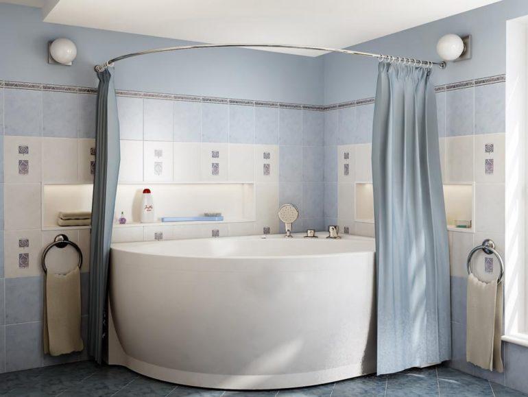 Однотонная шторка из ткани в ванной комнате