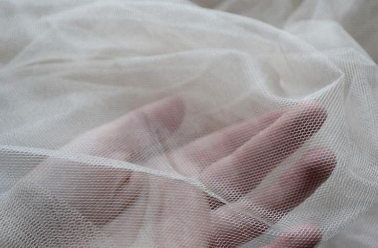 Тонка сеточка прозрачного тюля из капрона