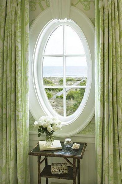 Классические шторы для овального окна