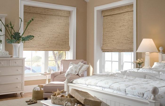 короткие шторы до подоконника в спальню интерьер фото