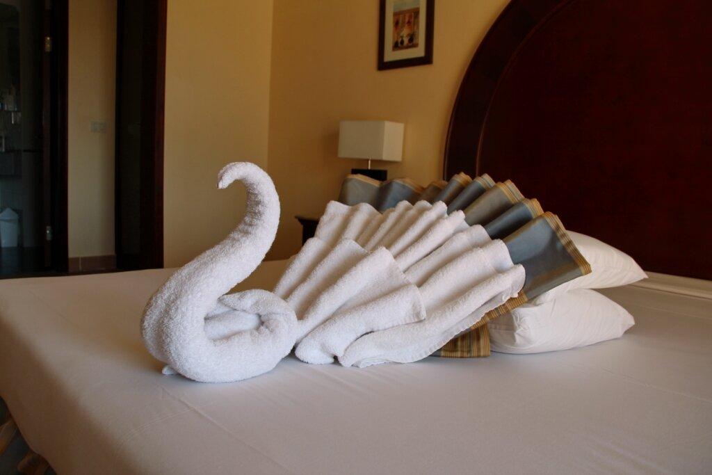 лебедь из полотенец