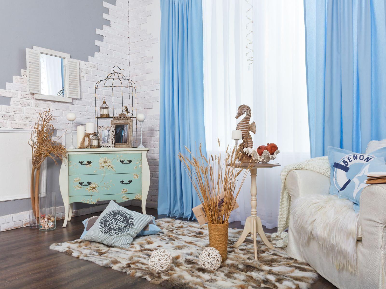 легкие шторы в современной гостиной