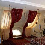 шторы из вуали на мансардном окне