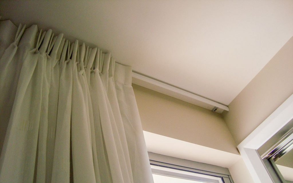 оформление окна шторами