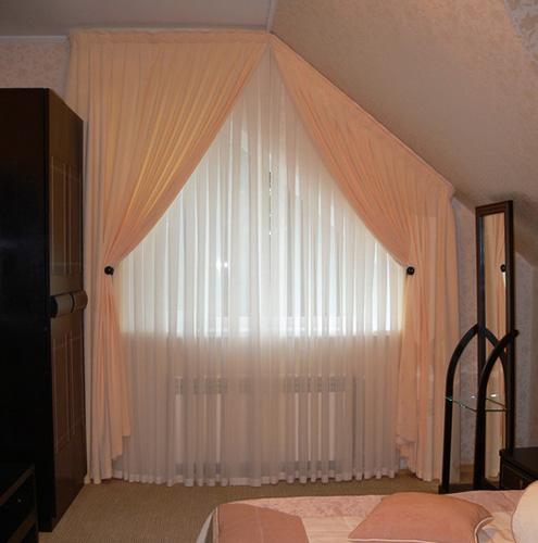 Классическое оформление с помощью тюля и штор