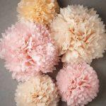 помпоны из дизайнерских салфеток персиковые