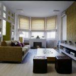 Римские шторы смотрятся красиво в современной гостиной