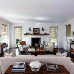 Компактные рулонные шторы в интерьер просторной гостиной