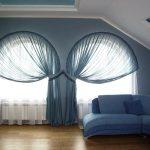 арочные шторы в современной гостиной
