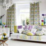 Яркие шторы с растительным принтом
