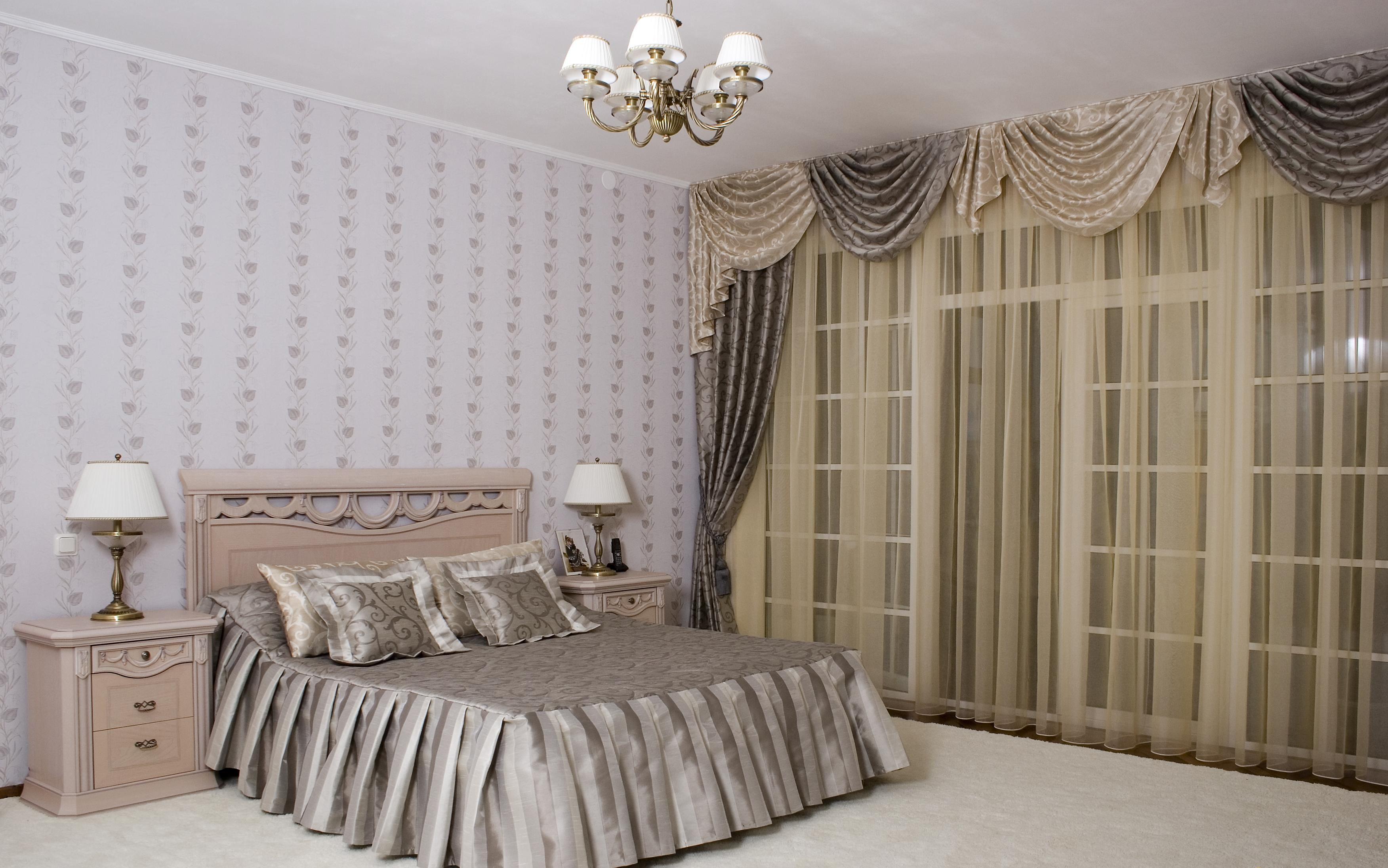 шторы для спальни с балконом фото