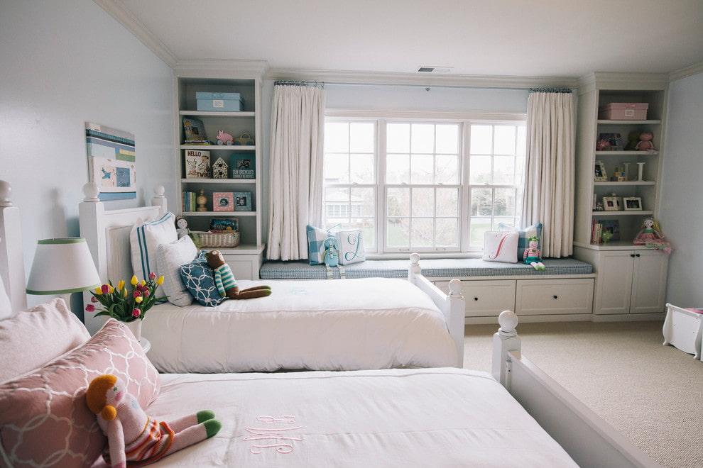 короткие шторы до подоконника в спальню дизайн