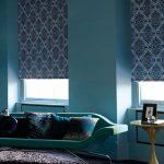 Красивый принт на рулонных шторах в гостиной
