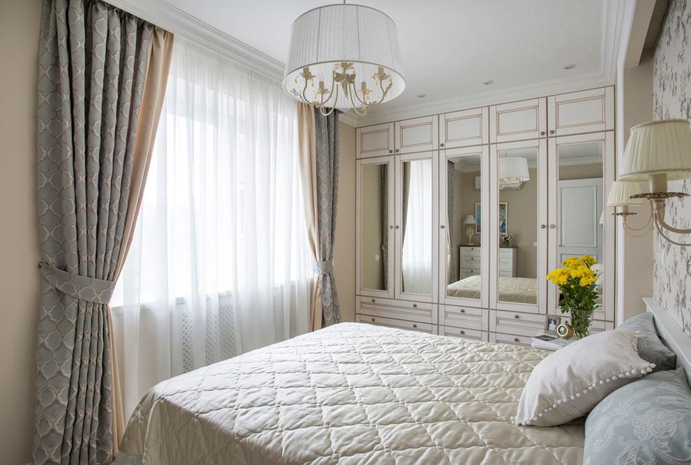 шторы в интерьере спальни классика