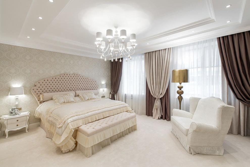 современная классика шторы в спальне