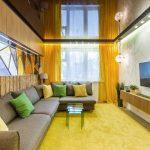 шторы в гостиной желтые