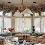 шторы на потолочном карнизе для кухни
