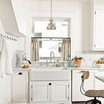 шторы в интерьере кухни варианты