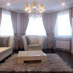 симметричные шторы в гостиной