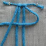 Формирование первого узла при плетение шторы макраме