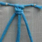 Начало плетения витой цепочки из тонких веревок