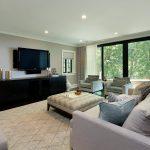 Дизайн большой гостиной в пастельных тонах