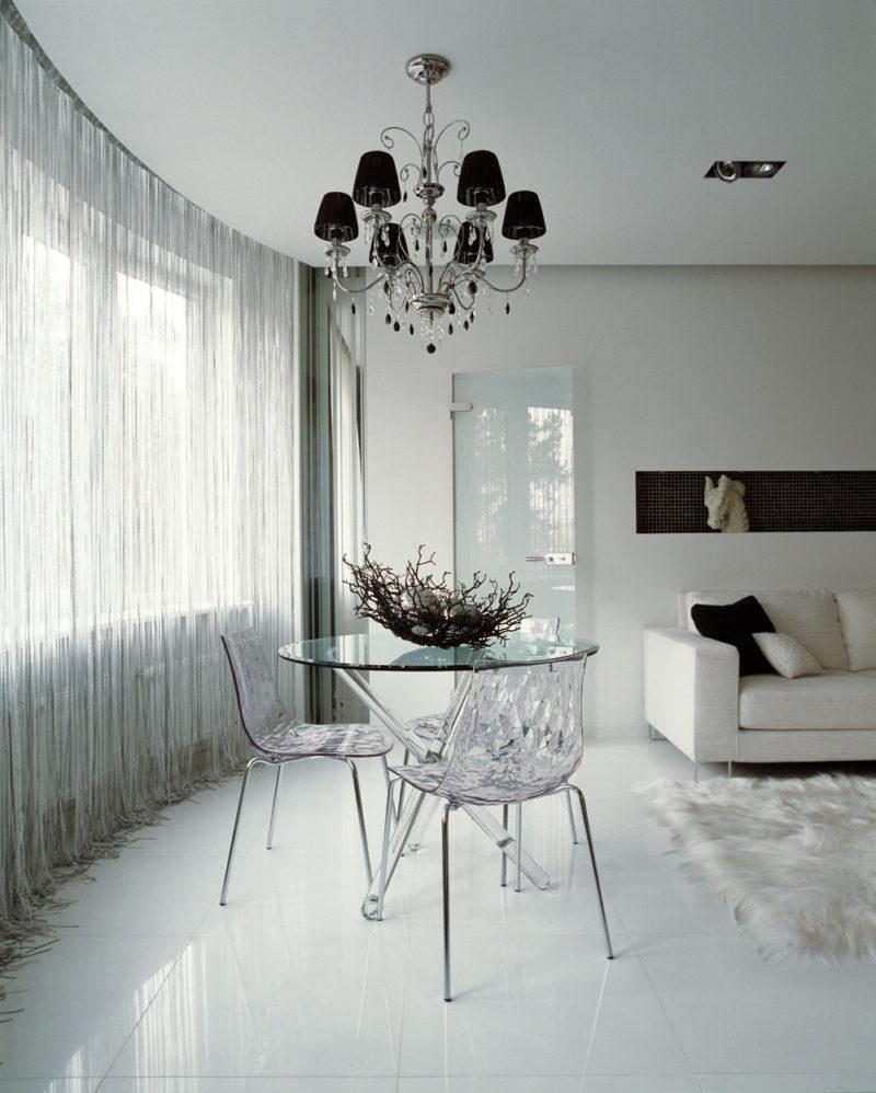 Прямолинейный тюль в гостиной стиля минимализма