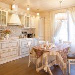 Легкие штора на кухне в стиле прованс