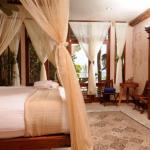 шторы в спальню с балконом фото