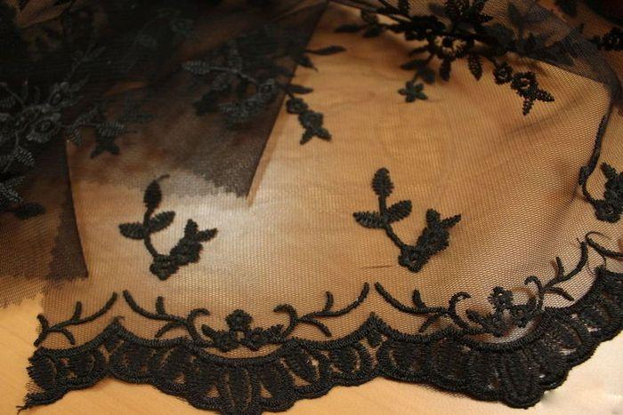 черный тюль с вышивкой