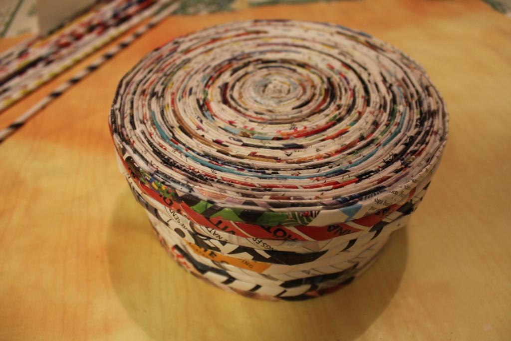 шкатулка из газетных трубочек оформление фото