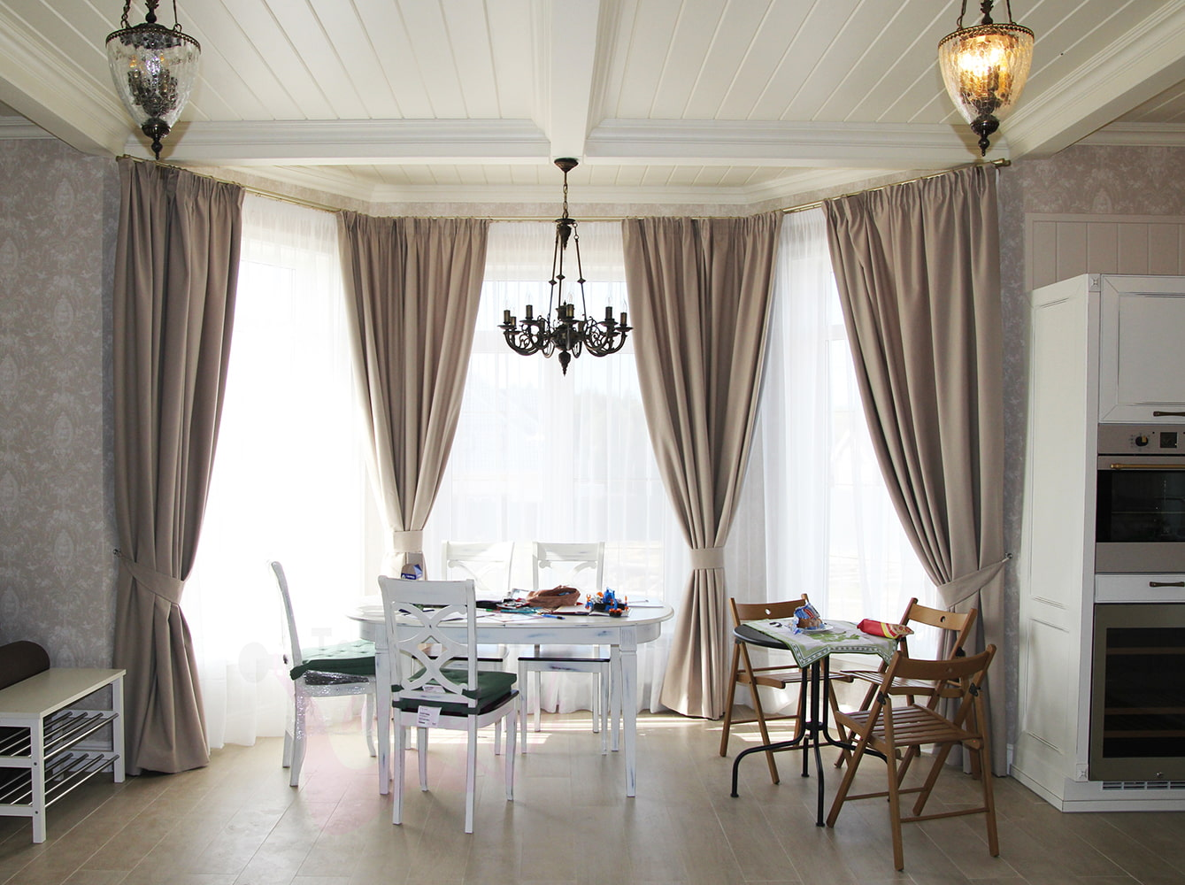 шторы на эркерное окно фото варианты