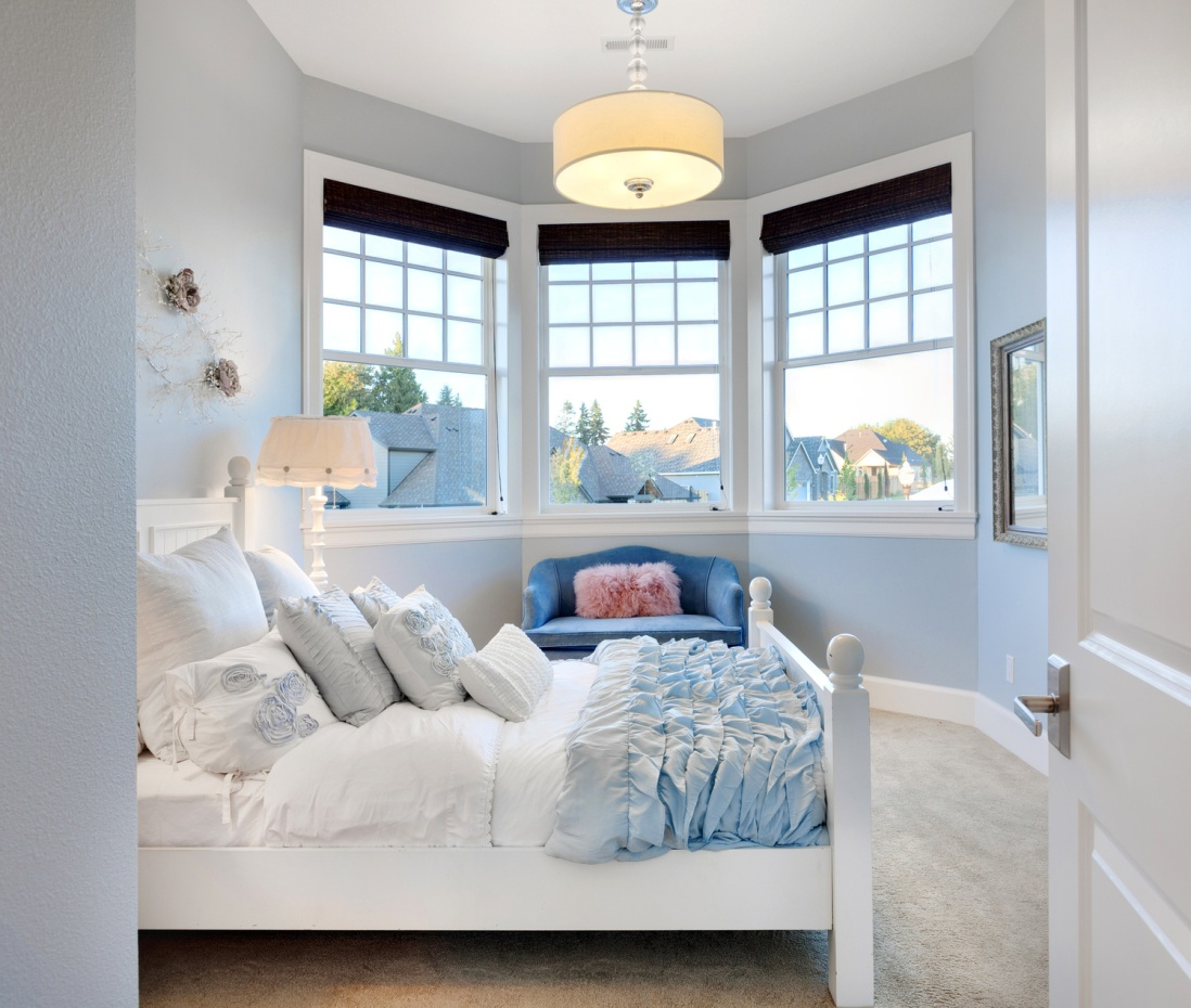 шторы на эркерное окно дизайн интерьер