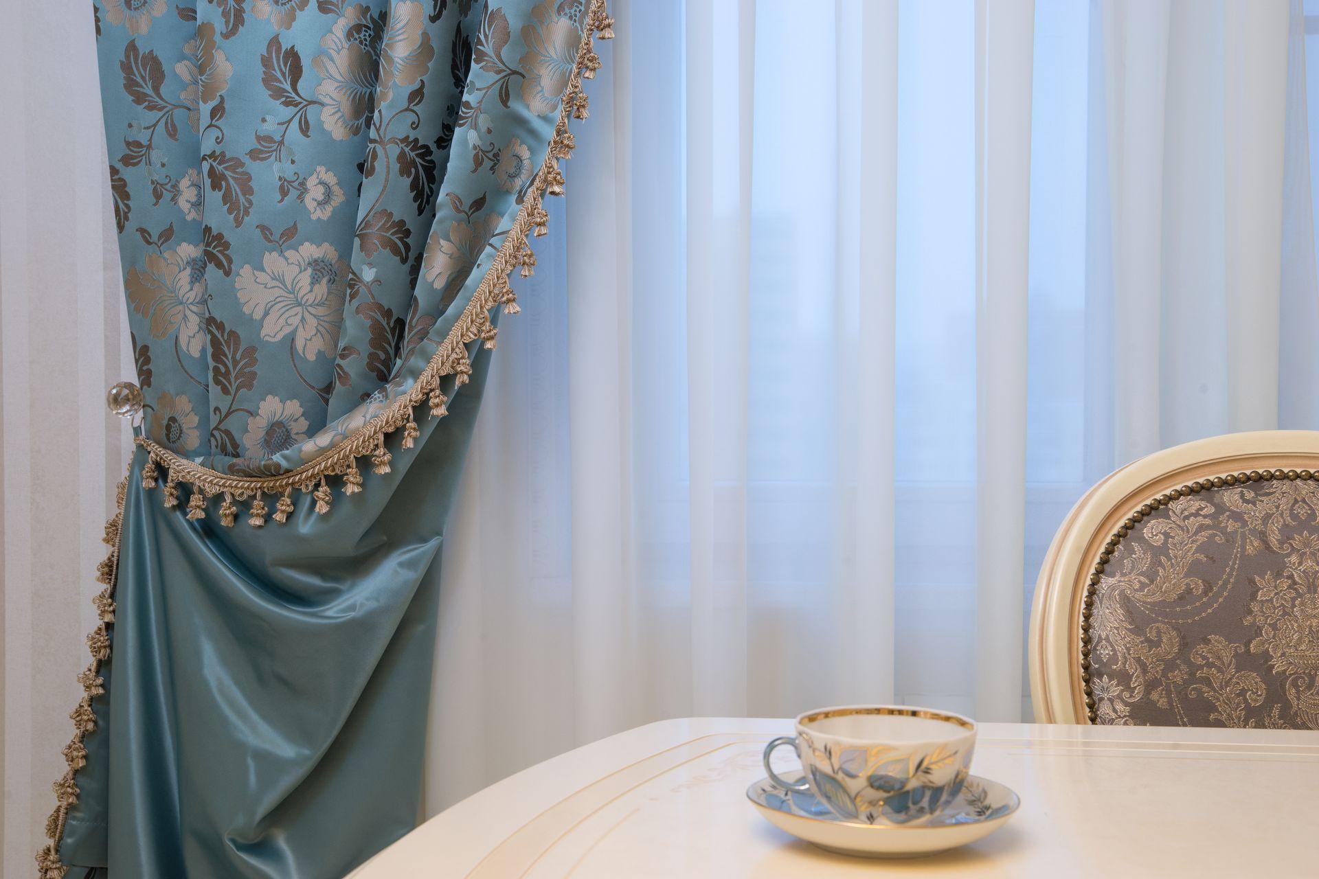 шторы на одну сторону окна фото декор