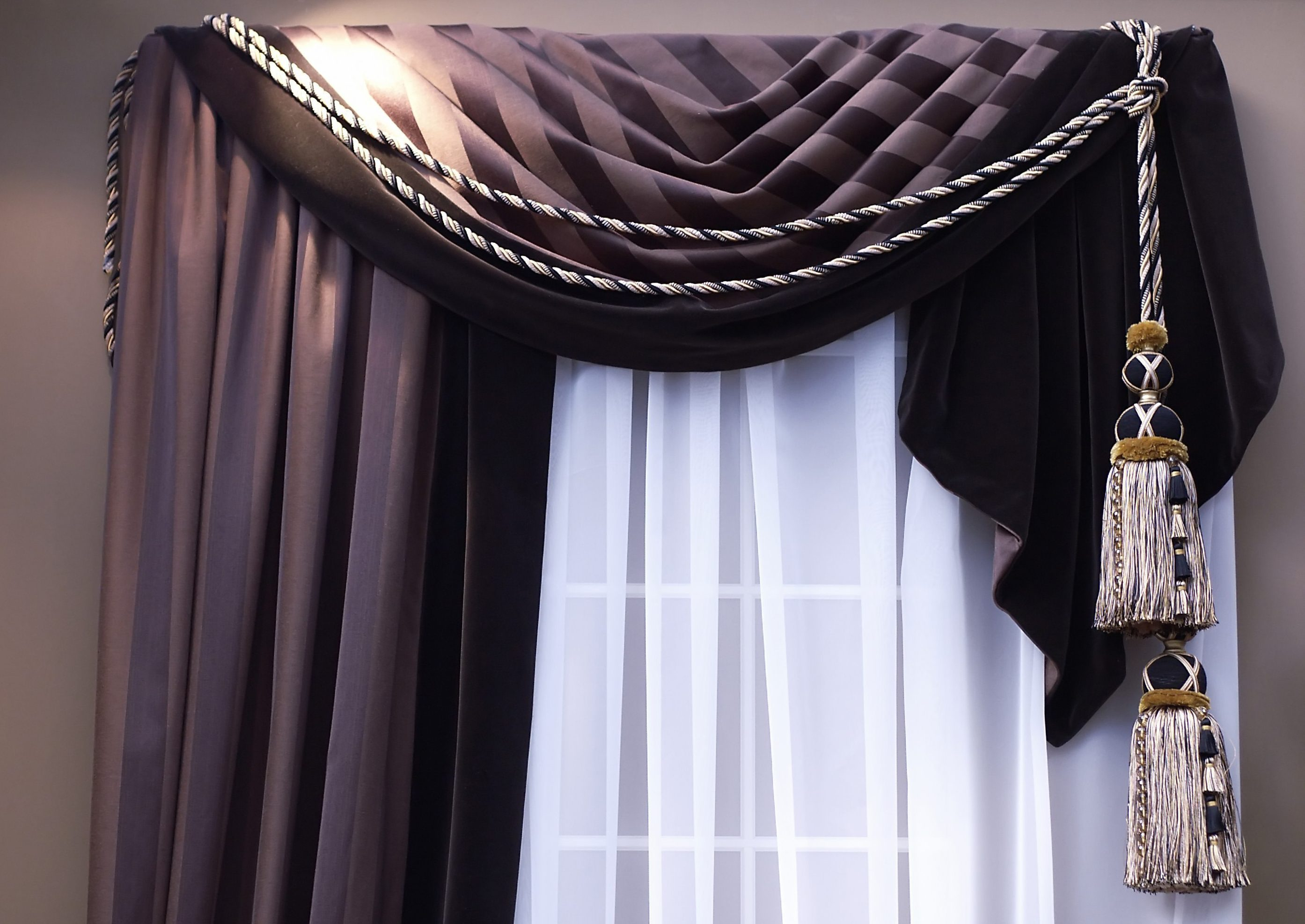 шторы на одну сторону окна идеи